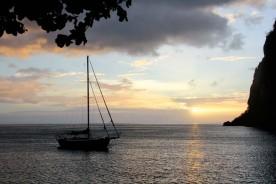 La vue sur le coucher de soleil de la véranda d'un bungalow de Sugar Beach.