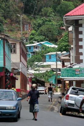 Une rue du centre ville à Anse La Raye.