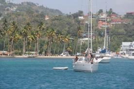 L'entrée dans Marigot Bay et ses palmiers qui protègent la minuscule plage de sable blond.